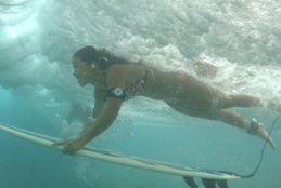 girl surfing ipod